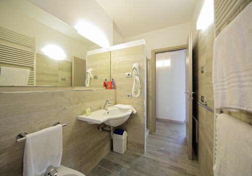 TRILO LAGO - BATHROOOM