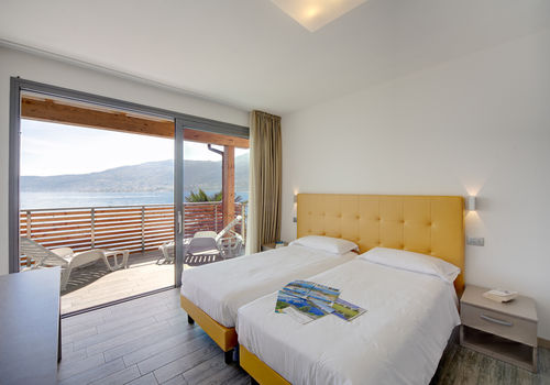 TRILO LAGO - MASTER BEDROOM