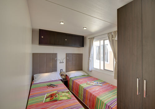 MAXI DELUXE IN THE AREA 180-209 - BEDROOM WITH SINGLE BEDS