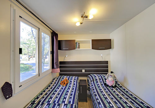 MAXI DELUXE IN THE AREA 50-69 - BEDROOM WITH SINGLE BEDS