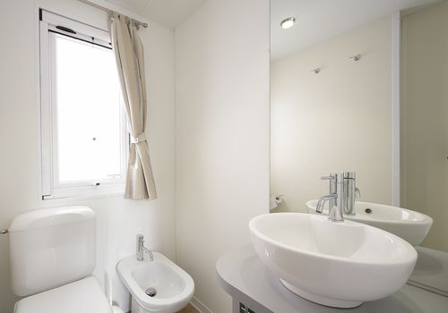 MAXI DELUXE IN THE AREA 180-209 - EN-SUITE BATHROOM